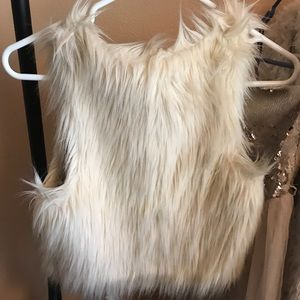 H&M US 4 Cream Faux Fur Vest $10